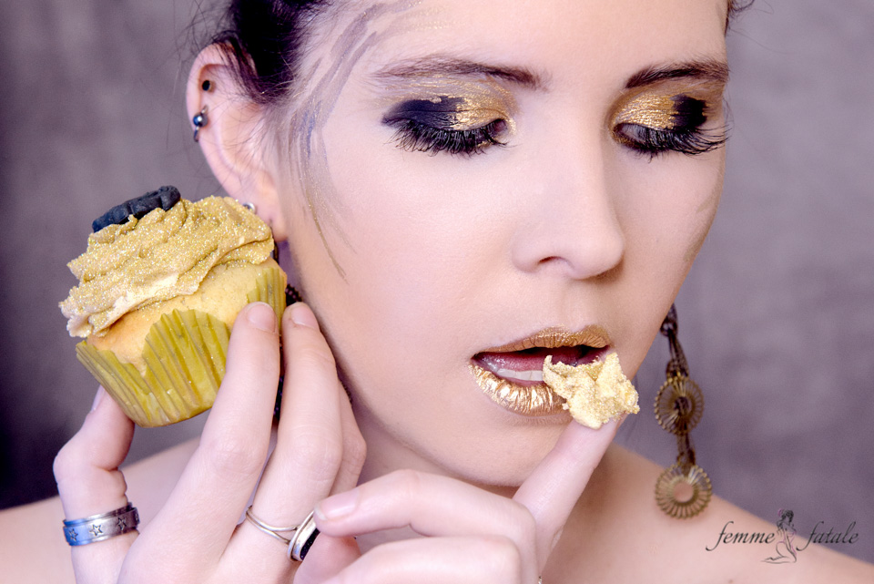 Black & Gold Cupcake shoot